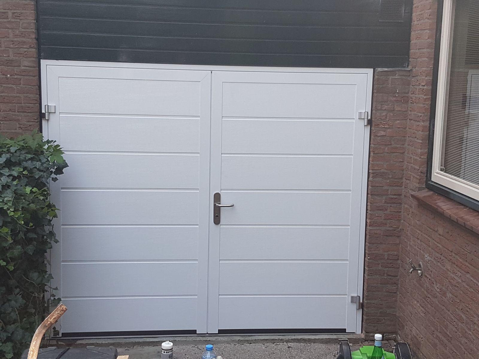 Openslaande garagedeur in Baarn