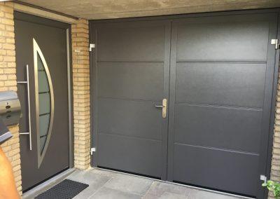 Garagedeur met bijpassende voordeur