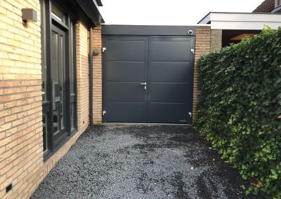 Openslaande garagedeur in Uithoorn